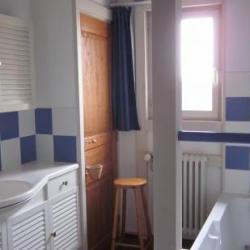 salle de bains (lavabo et baignoire)GITE 1546