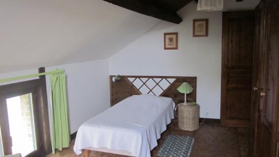 chambre fleurs GITE 1546